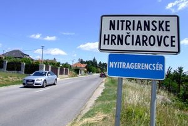 Obec Nitrianske Hrnčiarovce predala pozemky dcéram vtedajšieho starostu. Verejnú súťaž nevypísala, porušila zákon.
