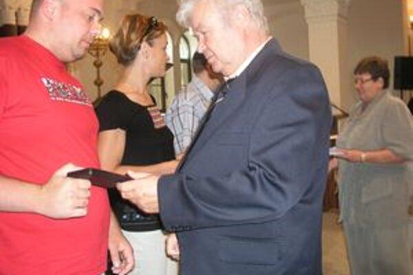 Janského plakety darcom krvi odovzdávali Jozef Gál a Edita Spišiaková.