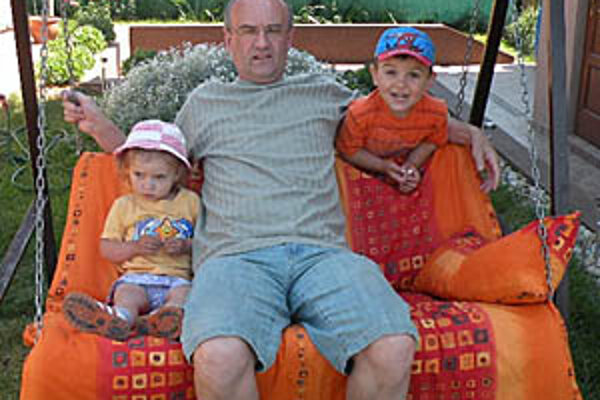 Čo najviac času chce tráviť so synom Ľubkom a dcérkou Monikou. To sú jeho životné priority.
