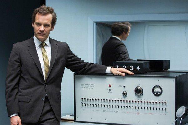 Peter Sarsgaard ako Stanley Milgram.