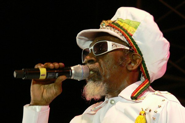 Bunny z Jamajky pripomenie Boba Marleyho.