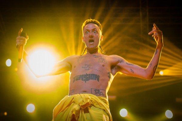 Raper Ninja zo skupiny Die Antwoord.