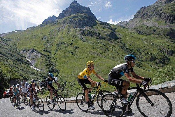 """""""Nemôžete byť cyklistom bez toho, aby ste nezažili neuveriteľnú bolesť,"""" hovorí Jock Boyer v dokumente Rising from Ashes (2012). Na snímke záber z tohtoročných pretekov Tour de France."""