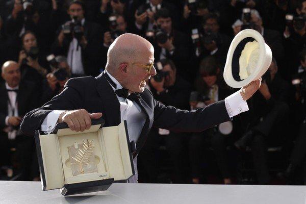 Jacques Audiard získal za film Dheepan Zlatú palmu.V Cannes už získal Grand Prix za drámu Prorok, ktorá získala aj oscarovú nomináciu. Dheepan do našich kín čoskoro prinesie spoločnosť Film Europe.