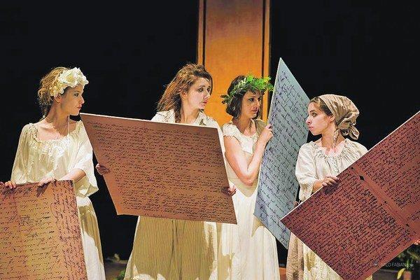 Hru Misky strieborné, nádoby výbornéviacerí od fachu dodnes označujú za jednu z veľkých ponovembrových divadelných udalostí.