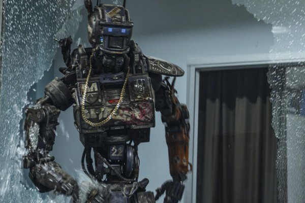 Popri robotoch dostali vo filme Chappie úlohu Sigourney Weaver a Hugh Jackman. Režisér Neil Blomkamp bude nabudúce nakrúcať Votrelca.