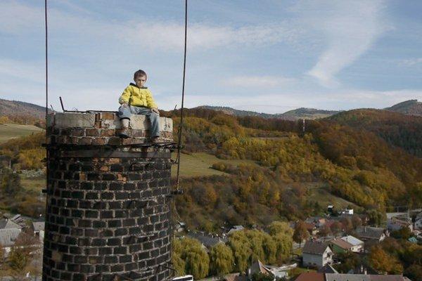 Tak ako v predchádzajúcich dokumentoch, aj vo svojom  debutovom hranom filme Jaro Vojtek ukazuje silné obrazy aj emócie.