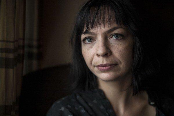 Vladislava Plančíková (1985) vyrástla v dedine Mostová na juhu Slovenska. Vyštudovala bakalársky stupeň v odbore žurnalistika na FiF UK v Bratislave. Potom začala študovať dokumentárnu tvorbu na FTF VŠMU v Bratislave. Je autorkou filmov A. Kraus (2010), P