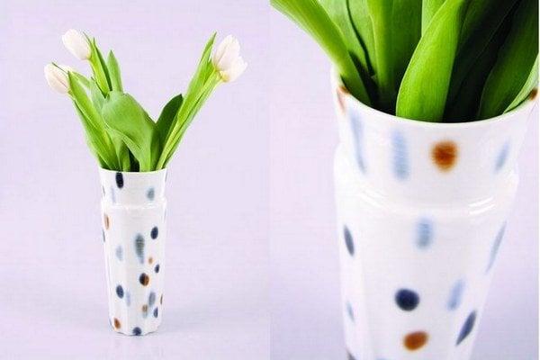 Simona Janišová. Aj túto vázu môžete získať na A(u)kcii bratislavského týždňa dizajnu.