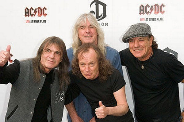 Skupina AC/DC, Malcolm Young úplne vľavo.