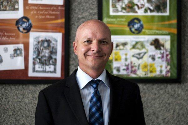 MARTIN VANČO (1970) študoval aplikovanú informatiku na STU v Trnave a archeológiu s dejinami umenia na UK v Bratislave, kde získal doktorát. Špecializuje sa na predrománske umenie, súčasnú slovenskú grafiku a je autorom viacerých vedeckých článkov o veľko