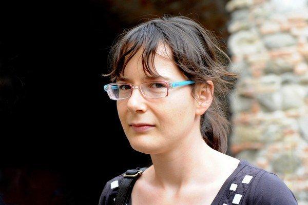 Ivana Dobrakovová (1982, Bratislava) žije v Turíne. Vyštudovala prekladateľstvo a tlmočníctvo, anglický a francúzsky jazyk na Filozofickej fakulte UK. Pracuje ako prekladateľka na voľnej nohe. Je víťazkou súťaže Poviedka 2008. Debutovala zbierkou poviedok
