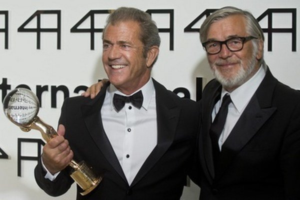 Mel Gibson a Jiří Bartoška.