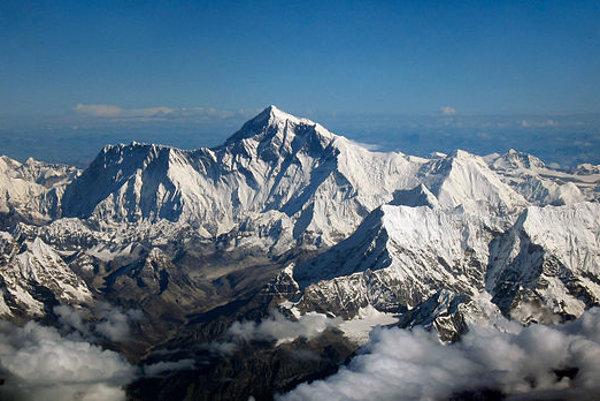 Mt. Everest, letecký pohľad z južnej strany.