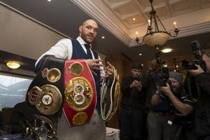 V ringu je Tyson Fury šampiónom, mimo neho dopláca na svoju prostorekosť.