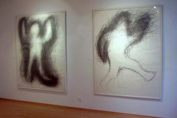 Igor Kalný (1957 – 1987) študoval na Strednej priemyselnej škole grafickej v Bratislave. V roku 1976 absolvoval prijímacie pohovory na Pedagogickú fakultu Trnavskej univerzity, kam ho z ideologických dôvodov neprijali. Zo začiatku sa venoval najmä