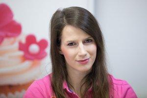 Lucia Košturiaková je kapitánkou ženskej florbalovej reprezentácie.