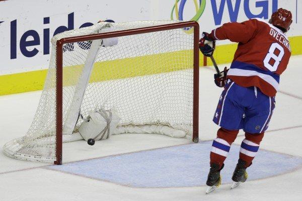 Alexander Ovečkin gólom do prázdnej brány uzatvára výsledok stretnutia medzi Washingtonom a Buffalom.