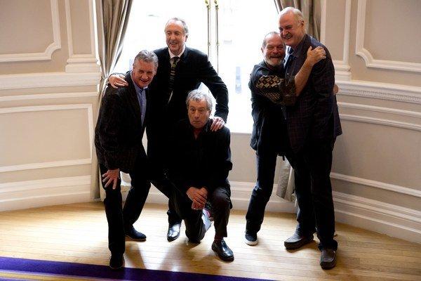 Monty Python zľava do prava: Michael Palin, Eric Idle, Terry Jones, Terry Gilliam a John Cleese.