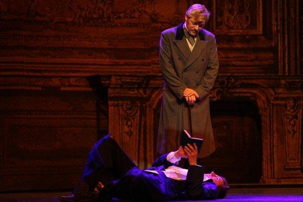 Eamonn Mulhall a Pavol Remenár ako predstavitelia Doriana Graya a Lorda Henryho.