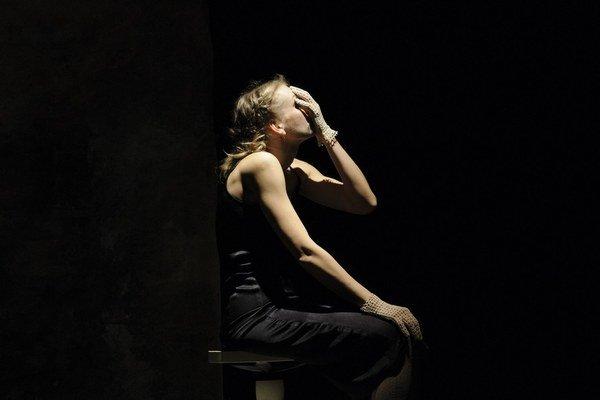 Sláva Daubnerová (1980) je z Prievidze. Vyštudovala kulturológiu v Bratislave,v roku 2006 založila divadlo P.A.T. pre súčasné divadlo, tanec a nové médiá. Pod touto značkou tvorí monodramatické kompozície a projekty (Hamletmachine, Polylogue, M.H.