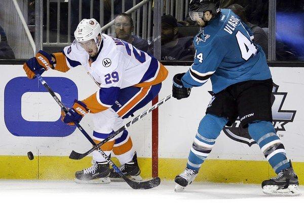 Hokejisti San Jose si doma neporadili s hosťujúcim tímom NY Islanders.