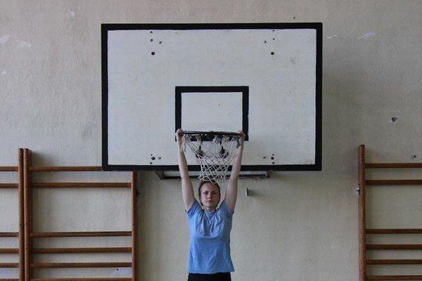 Toto nie je basketbalistka, ale držiteľka prestížnej ceny pre mladých umelcov.