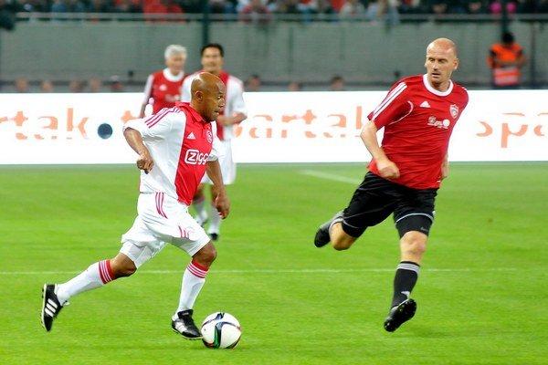 Úvodný zápas na novom štadióne odohrali starí páni Trnavy s Old Boys Ajaxu Amsterdam.