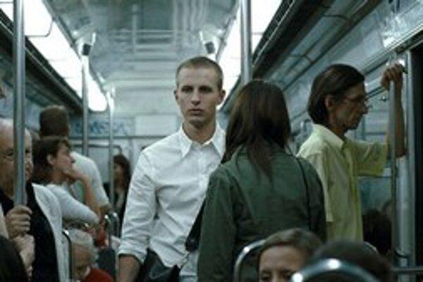 """Film Oslo, 31. augusta je vizuálna báseň na tému zmyslu života, hovorí zostavovateľ sekcie Mental Nord Daniel Vadocký. """"Režisér používa teplé farby v situáciách, kde sa bežne nepoužívajú, necháva hluchými scény, kde normálne počujeme slovo, zastaví hu"""