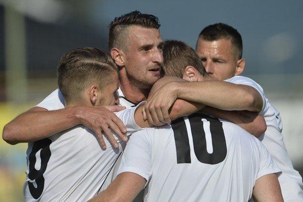 """Borčice síce prehrávali už 0:2 proti žilinskému """"béčku"""", no nakoniec vybojovali aspoň remízu."""