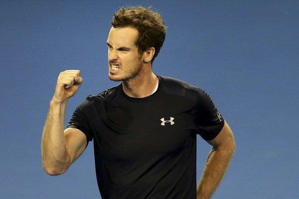 Andy Murray zdolal v prvej dvojhre Thanasiho Kokkinakisa.