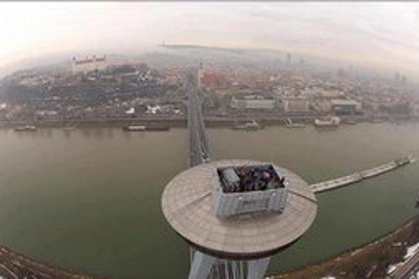 Prvou pesničkou Nvmeri na vyhliadkovej veži Ufo nad Bratislavou sa Hudba mesta na čas lúči. Nájdete ju naživo v KC Dunaj.
