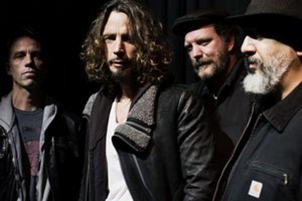 Naposledy nahrali album v roku 1996. Na novinke sa vracajú k minulosti  a svedčí im to.