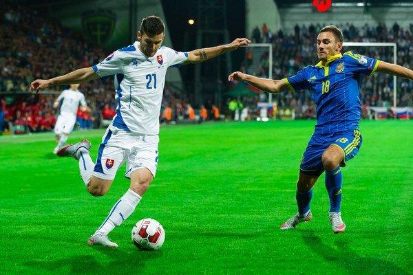 Michal Ďuriš (s číslom 21) nastúpil v kvalifikácii o postup na ME 2016 vo Francúzsku iba jediný raz v základnej zostave - v zápase proti Ukrajine.
