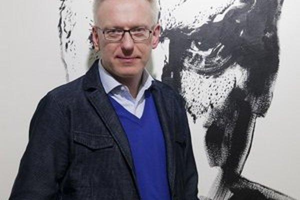 Mariusz Szczygieł (1966)Reportér, spisovateľ, moderátor, čechofil. Vyštudoval politické vedy a žurnalistiku na univerzite vo Varšave. Už ako šestnásťročný vzbudil rozruch reportážami o prenasledovaní gayov v komunistickom Poľsku. Moderoval kontroverznú
