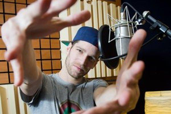 Majk Spirit (1984)Vlastným menom Michal Dušička. Pochádza z Petržalky. Vyštudoval City University v Bratislave. V skupine H16 (založená 2003) používal prezývky Dylema, Koko Najs, Koko Šajs. Vydali dva albumy, za druhý získali platinovú platňu. Po mixtap