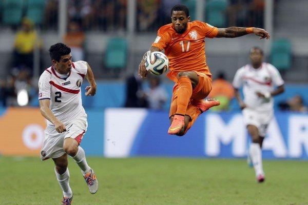 Na MS v Brazílii si Jeremain Lens (v strede) obliekal dres reprezentačného tímu Holandska.
