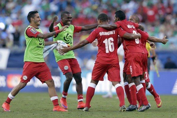 Mužstvo Kuby oslavuje víťazstvo nad Guatemalou a postup do štvrťfinále Gold Cupu.