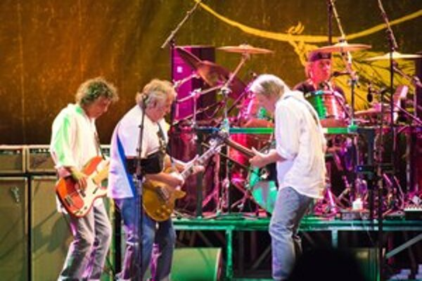 Crazy Horse hrajú s Neilom Youngom od roku 1974 v rovnakom obsadení. Ich spolupráca je jednou z tém jeho knihy.
