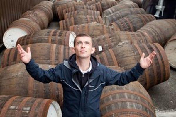 V tých sudoch je whisky. Najmä o nej je reč v komédii Kena Loacha Anjelský podiel.