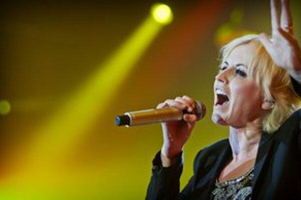 Dolores O'Riordan je stále vo forme, počas 90–minútovej šou odspievala staršie aj nové pesničky.