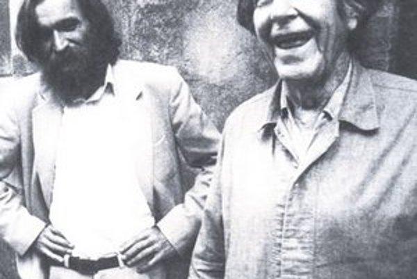 John Cage (vpravo) s Milanom Adamčiakom v Bratislave v roku 1992.