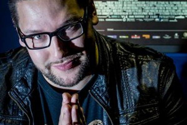 Timo Vuorensola (1979)Fínsky filmový režisér a herec. Začínal s paródiami sci-fi. Internetovým hitom sa stal film Star Wreck – In The Pirkinning, ktorý režíroval v roku 2005, stiahlo si ho viac ako tri milióny ľudí. Tento rok na festivale Berlinale uvie