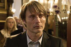 Mads Mikkelsen vo filme The Hunt. Môžete ho poznať z filmov Adamove jablká či Casino Royale.