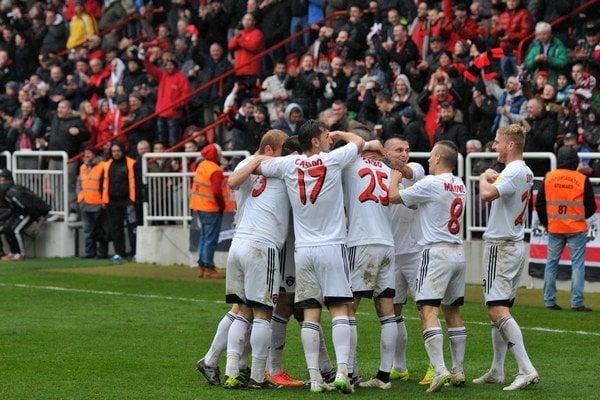 Futbalisti Spartaka Trnava majú dobré vyhliadky na postup.