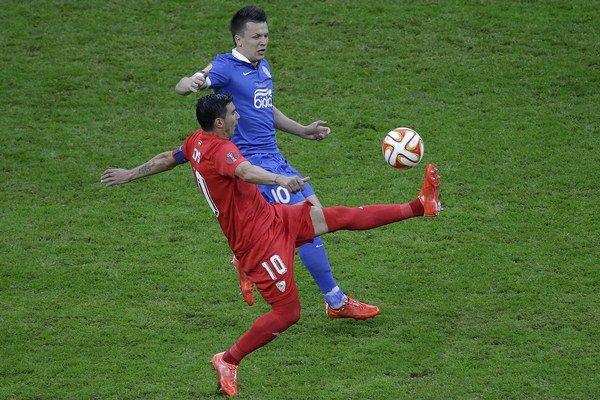 Konopľanka (v modrom) a José Antonio Reyes budú možno už onedlho spoluhráčmi.