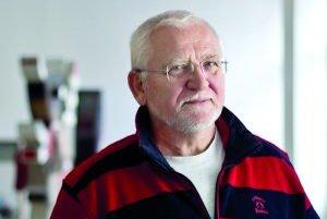 Bohumil Hanzel (1948) - Narodil sa v Trenčíne. Vyštudoval SPŠ elektrotechnickú, bol jedným z prvých signatárov Charty ´77, kvôli čomu musel emigrovať do Švédska. Tam sa vypracoval z robotníka na úspešného manažéra - absolvoval Vyššiu školu manažmentu
