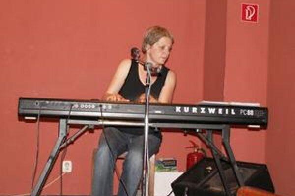 Na oboch večeroch sa predstaví aj česká pesničkárka Silvie Krobová.