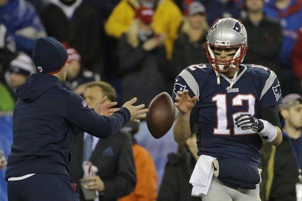 Mäkšie lopty mali poskytnúť Tomovi Bradymu výhodu.