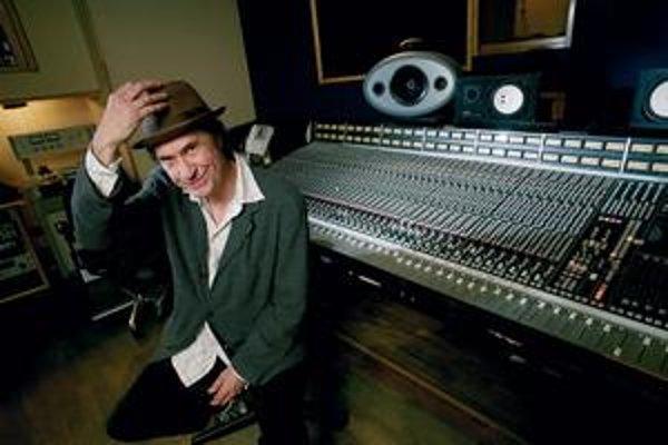Ray Davies dal svoje staré pesničky niekoľkým slávnym kolegom.